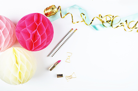 Party Styled Desktop Image | Styled Stock Photography | Product Mock up | Product Photography. Gold accessorie. Balls blush and yellow.Party Styled Desktop Image | Styled Stock Photography | Product Mock up | Product Photography. Gold accessorie. Balls bl Imagens