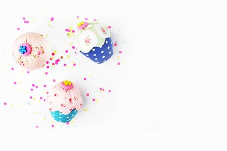 muffins: White background with party accessories. Invitation mockup. Confetti and muffins. cake. Flat lay