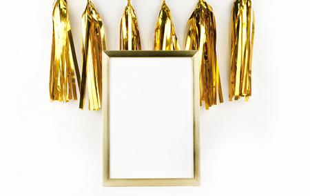 engrapadora: Marco de maqueta. decoración de oro. marco de oro y una borla de oro