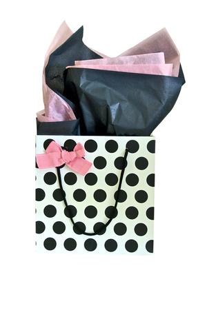 lazo rosa: Bolsa de regalo de lunares con arco rosado y el papel de seda Rosa y negro Foto de archivo