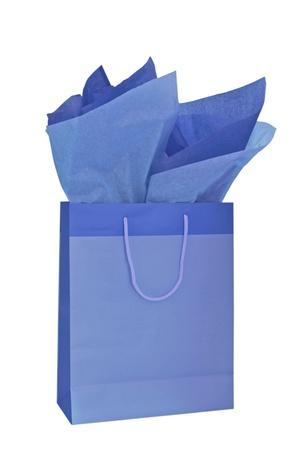 Blauwe giftzak met papieren zakdoekje dat op een witte achtergrond wordt geïsoleerd