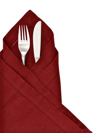 servilleta de papel: Cuchillo y tenedor envuelto en servilleta roja como un ajuste de la tabla aislado en un fondo blanco Foto de archivo