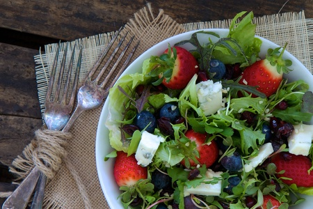 Berry salad with chees and nuts