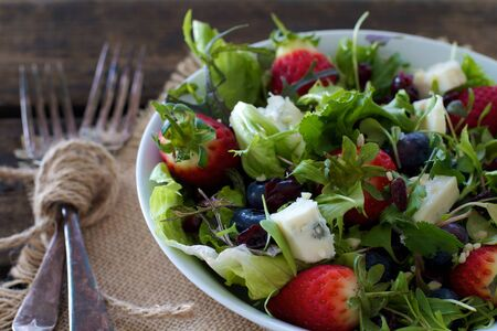 Gezonde gemengde bessen salade Stockfoto