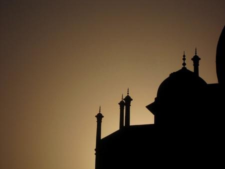 mughal empire: Taj Mahal silhouette