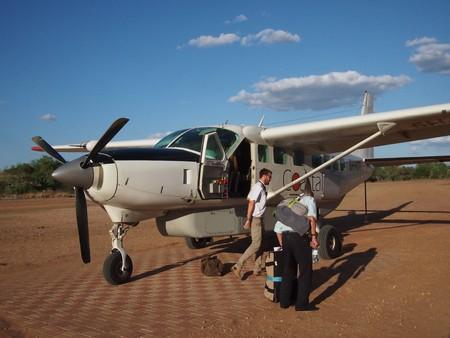 2015 년 11 월 21 일 탄자니아의 Selous Game Reserve에서 사파리 프로펠러 비행기 에디토리얼