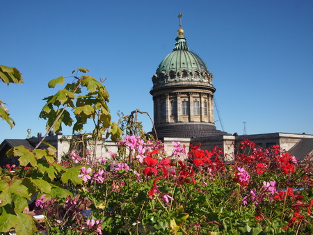st petersburg: Saint Petersburg, Russia - 15 September, 2016: St. Isaacs Cathedral viewed from a rooftop restaurant in the sunshine