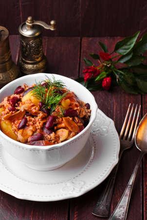 con: Chili con carne in a bowl.