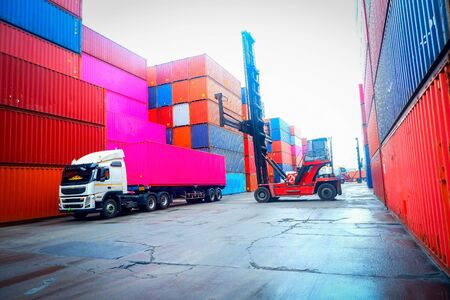 Delivery of goods in containers to customers