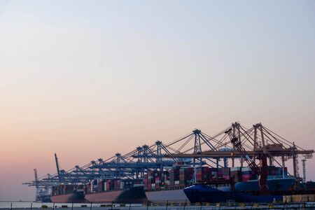 Port industry, sea transportation, import and export of goods in the country Standard-Bild