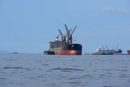 A large oil carrier in the middle of the sea 免版税图像