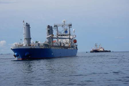 Crude oil transportation barge for trade