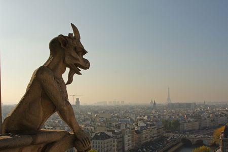 gargouilles: Les gargouilles de Notre-Dame de Paris avec vue sur