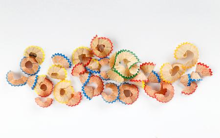 Het potloodspaanders van de kleur die op witte achtergrond worden geïsoleerd