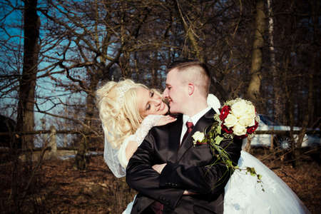winter wedding: Bride and groom. beautiful wedding couple.