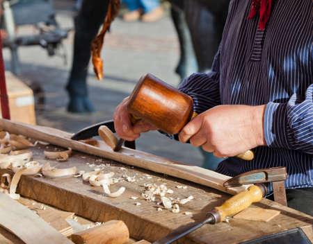 cincel: Gubia herramienta madera cincel carpintero. Obra de la artista.