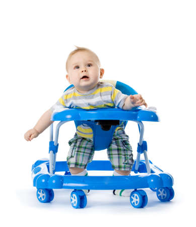 kleine baby in de loopstoel.