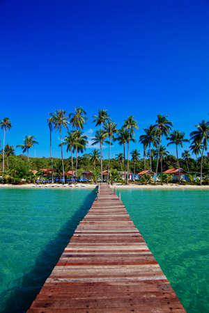 Tropical Resort. promenade op het strand