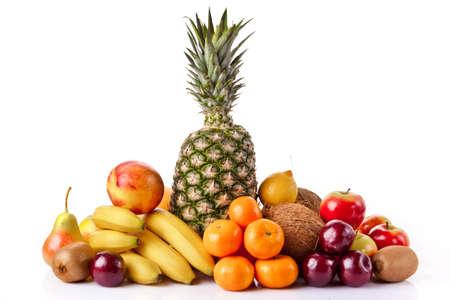 frutas: Frutas frescas aisladas sobre un fondo blanco Foto de archivo