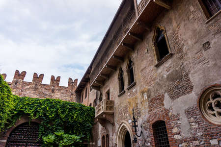 romeo and juliet: The famous balcony of Romeo and Juliet in Verona, Italy. Juliets balcony