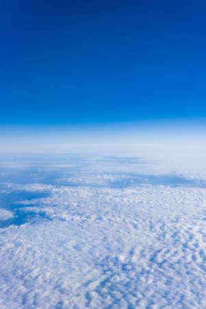 sky  sea: Nuvole bianche. Bel cielo blu mare, una vista da un aeroplano sopra le nuvole