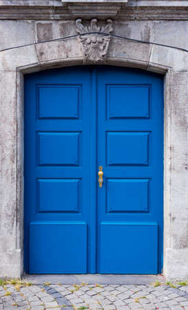 나무 문. 집 문
