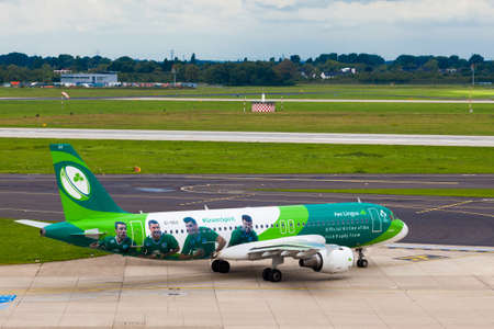 fend: DUSSELDORF, GERMANY - SEPTEMBER 05:airplane of Aer Lingus Group above the Dusseldorf airport on September 05,2015 in Dusseldorf,Germany. Official Airline of the Irish Rugby Team