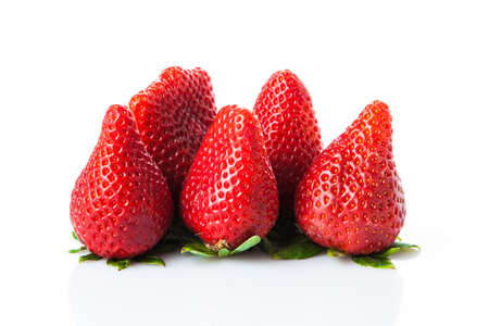 fresa: Fresas aislados en un fondo blanco Foto de archivo