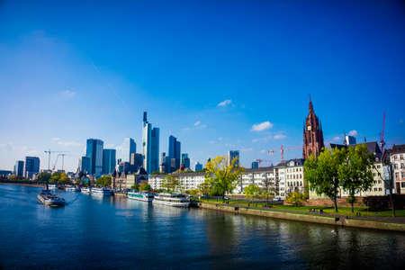 Skyline de Francfort, en Allemagne. Francfort ville principale