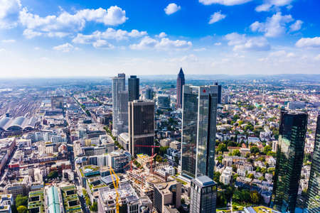 FRANKFURT AM MAIN, GERMANY - SEPTEMBER 20, 2015: Aerial view of the central business district from the observatory deck of the Mian tower 新聞圖片