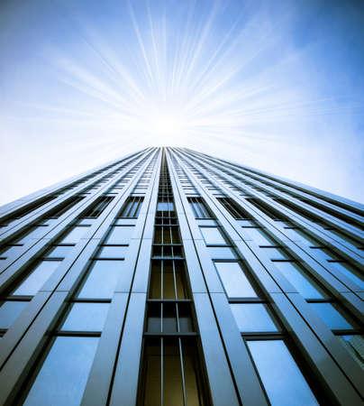Moderne glazen silhouetten van wolkenkrabbers