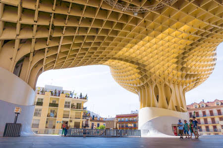 metropol parasol: SEVILLA,SPAIN -MAY 09 : Metropol Parasol in Plaza de la Encarnacion on May 09, 2015 in Sevilla, Spain. J. Mayer H. architects, it is made from bonded timber with a polyurethane coating Editorial