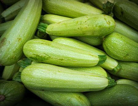 calabacin: calabacín verde frescas. fondo del calabacín