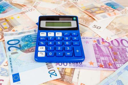 billets euros: Financial concept. l'argent Euro. Euro note avec calculatrice