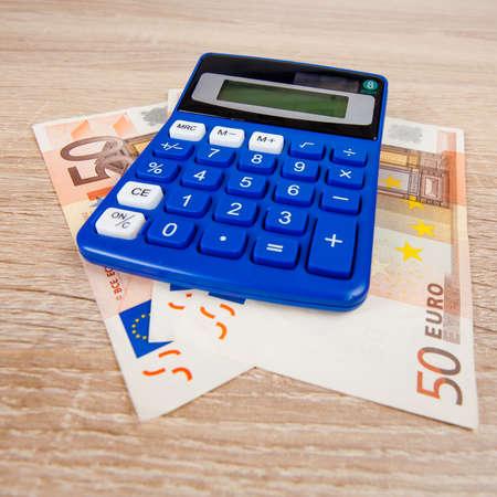 billets euro: Financial concept. l'argent Euro. Euro note avec calculatrice