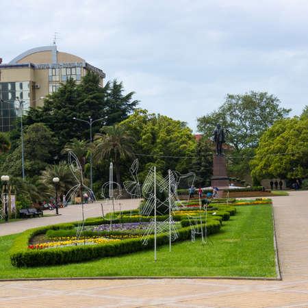 ソチ, ロシア連邦 - 2016 年 5 月 13 日: 芸術公園でレーニンの記念碑。芸術広場でソチ。ソチ、ロシア