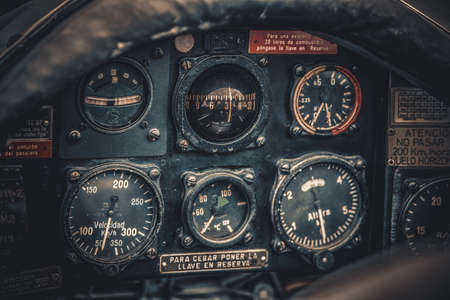 빈티지 항공기 조종석 세부 사항입니다. 레트로 항공, 항공기 장비