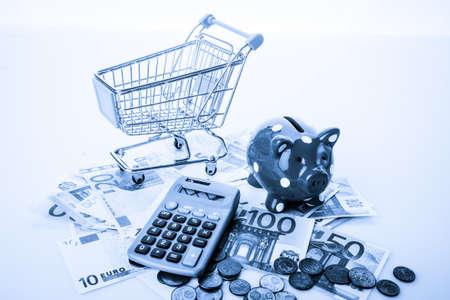 salarios: business, finance, investment, saving economy concept. financial crisis or economic depression. Piggy bank Foto de archivo