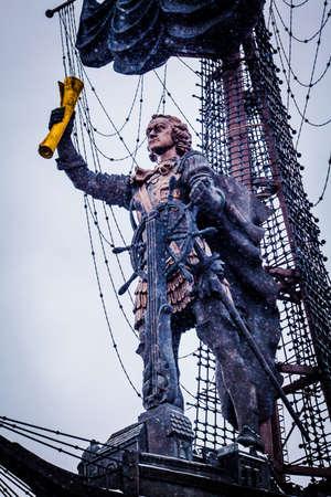 ruder: Denkmal für Peter I. in Moskau Editorial