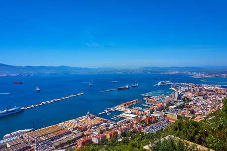 Vista aérea de Gibraltar. Gibraltar capital de Gibraltar Reino Unido Foto de archivo - 80329674