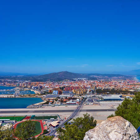 Vista aérea de Gibraltar. Gibraltar capital de Gibraltar Reino Unido Foto de archivo - 82435944