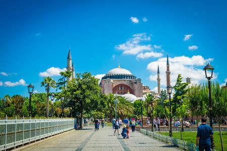 Istanbul, Türkei 11.07.2017. Sultan Ahmet-Park in Istanbul, die Türkei, Europa. Ayasofya Museum (Hagia Sophia)