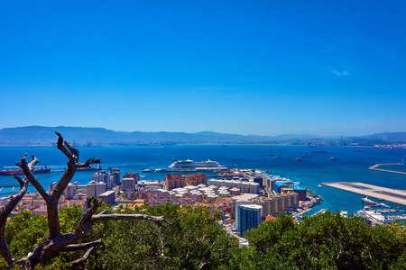 Vista aérea de Gibraltar. Gibraltar, capital de Gibraltar, Reino Unido Foto de archivo - 85436633
