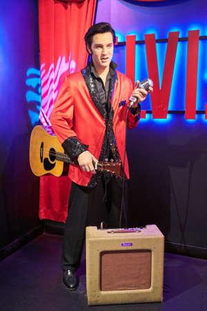 Amsterdam, Nederland - 05 September 2017: Wax figuur van Elvis Presley zangeres in wassenbeeldenmuseum Madame Tussauds in Amsterdam