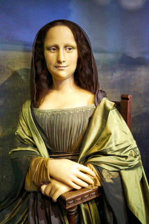 Amsterdam, Netherlands - September 05, 2017: Wax figur of The Mona Lisa or La Gioconda, in Madame Tussauds museum in Amsterdam 스톡 콘텐츠