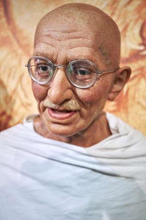 Amsterdam, die Niederlande - 5. September 2017: Wachsfigurenkabinett Mahatma Ghandi Madame Tussauds in Amsterdam