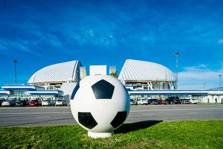 """SOCHI, Rusia - 12 de diciembre de 2017: Vista del estadio """"Fisht"""" en el Parque Olímpico"""