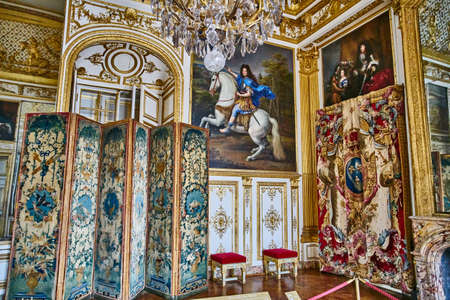 VERSAILLES, FRANCE - FEBRUARY 14, 2018: Interior of Chateau de Versailles (Palace of Versailles) near Paris. Banque d'images - 96808945