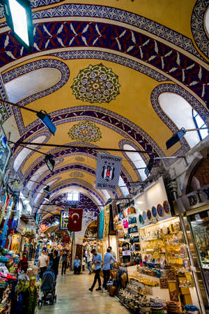 ISTANBUL, TURKEY - JULY 10, 2017: Grand Bazaar  in Istanbul, Turkey. It is one of the largest and oldest covered markets in the world 免版税图像 - 107611801