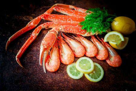 Cooked Organic Alaskan King Crab Legs Standard-Bild - 120605421